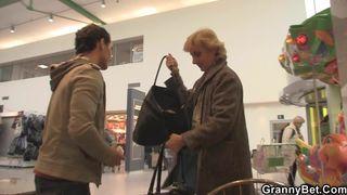 Deutsches Geiler Opa fickt süße Blondine
