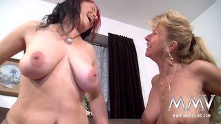 Dünnes Blondes Teen fickt im Pornofilm