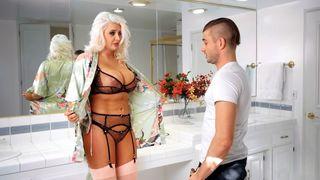 Candy Samira lässt sich im Hotelzimmer ficken