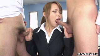 Junge Schlampe lernt von alter Pornodarstellerin