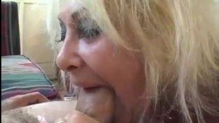 Mama's Muschi kann spritzen