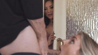 Nachbarstochter treibt es mit allem im Haus Porno