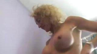 Russiche Mutter fickt mit Sohn in der Küche