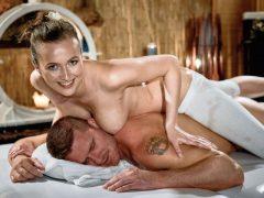 Junges Girl wird nach Massage gevögelt